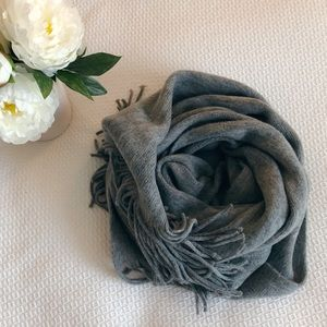 Oversized grey scarf